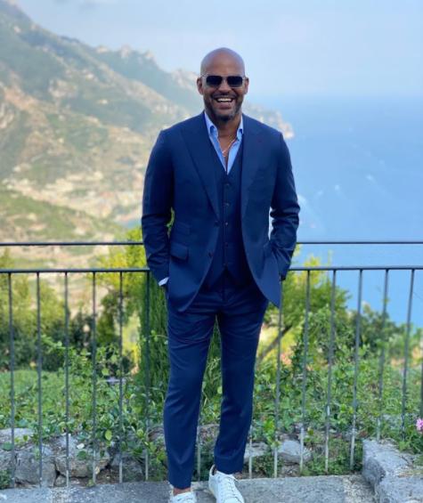 amaury nolasco in a suit