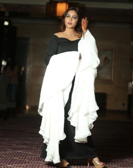 arshi khan wearing a beautiful dress